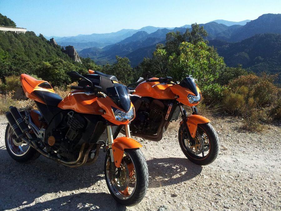 Kawasaki Z1000 und Z750 in den Bergen von Sardinien