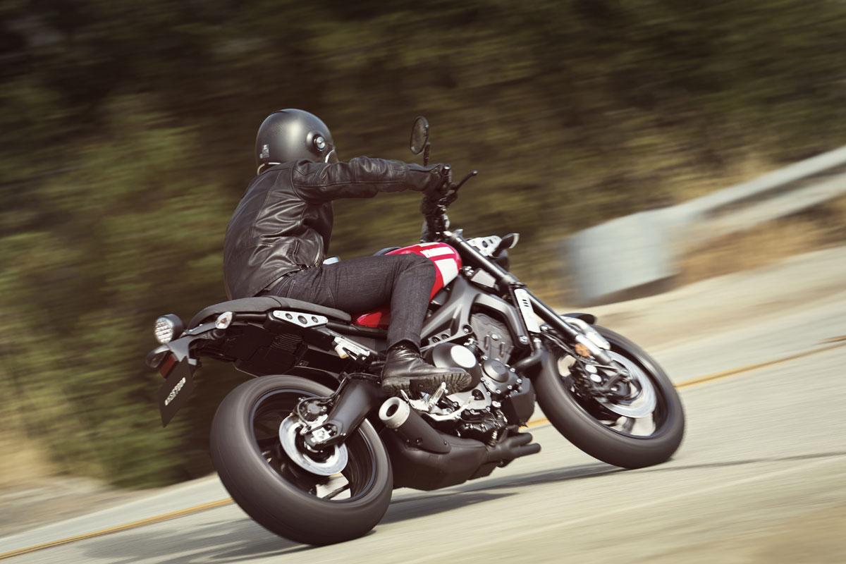 Yamaha XSR 900-sport heritage-racing red