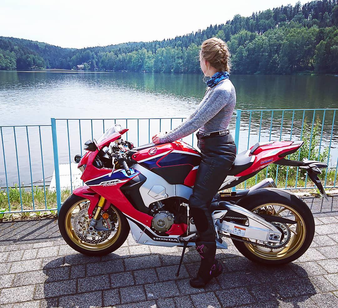 Motorradmieze-Honda-Fireblade-Marie