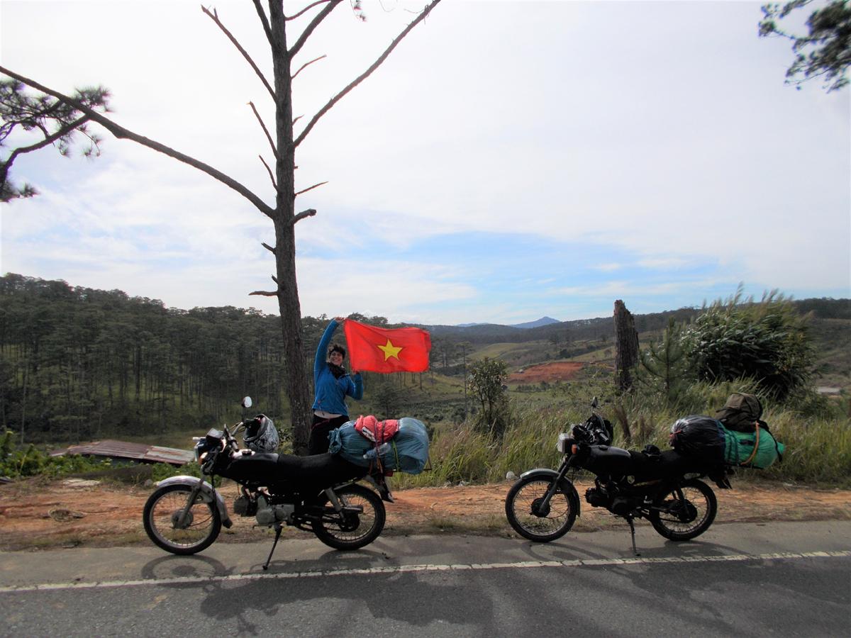 Livt-mit-Freund-und-zwei-Motorrädern-durch-Vietnam