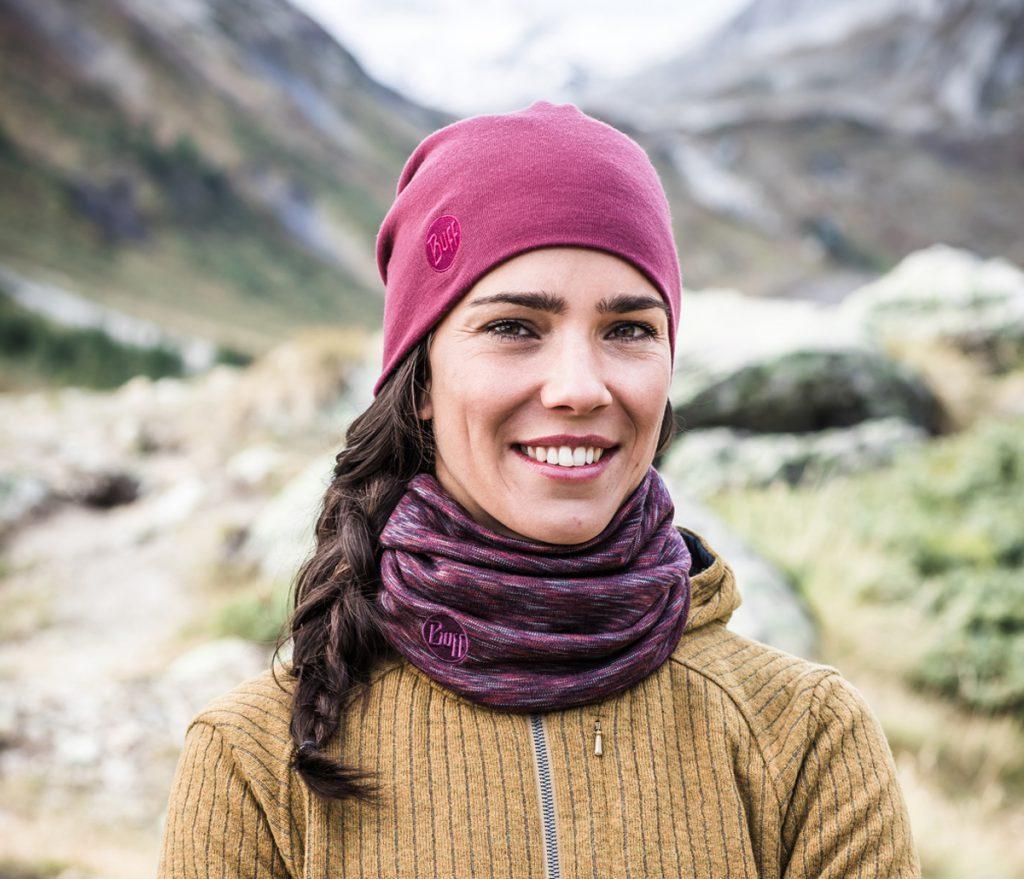 Merinowolle ist ideal für alle Wetterlagen. Mütze und Schlauchtuch wärmen Dich im Herbst und im Winter. So bleiben Hals und Kopf kuschelig warm.