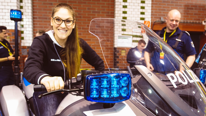 Events für Motorradfahrer, die uns die Zeit bis zur Motorradsaison verkürzen. Wie die Motorradmesse in Berlin, die BMT - Berliner Motorradtage.-BMW-1600-Polizei-BMT