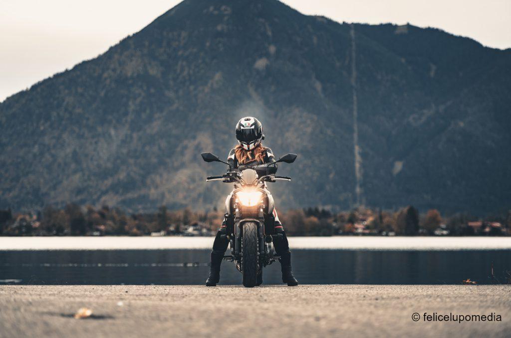 SHE-is-a-RIDER-Mishugga-Kawasaki-z650-Bayern