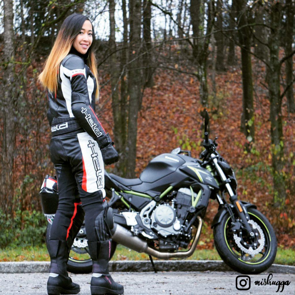 SHE-is-a-RIDER-Mishugga-Kawasaki-z650-Lederkombi