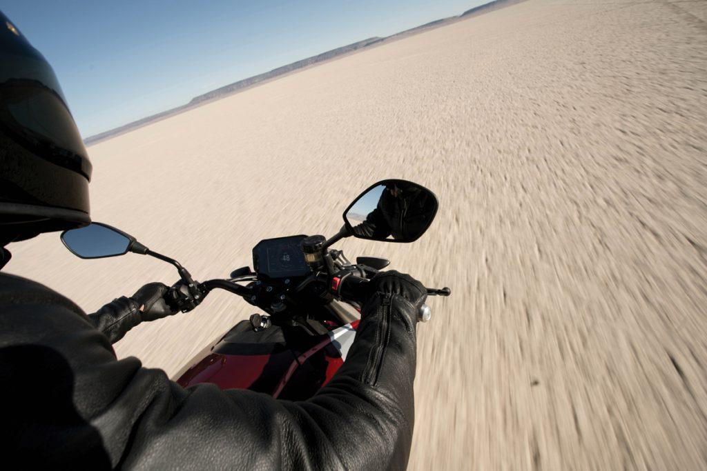 Zero-srf-ebike-Motorrad-cockpit-Spiegel-wüste