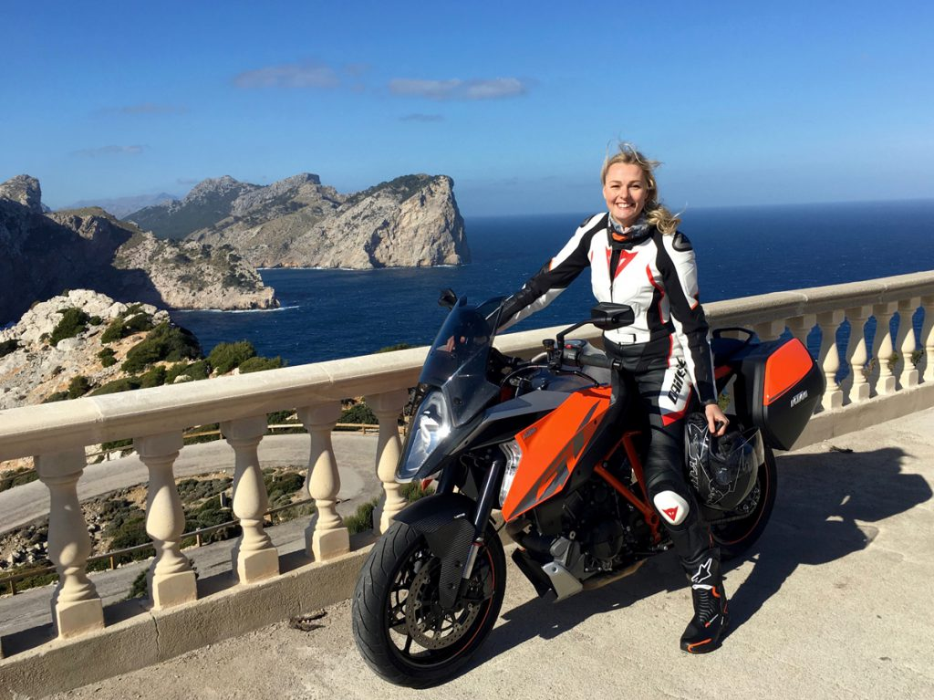 Miriam-Hoeller-SHE-is-a-RIDER-KTM-Super-Duke-Dainese