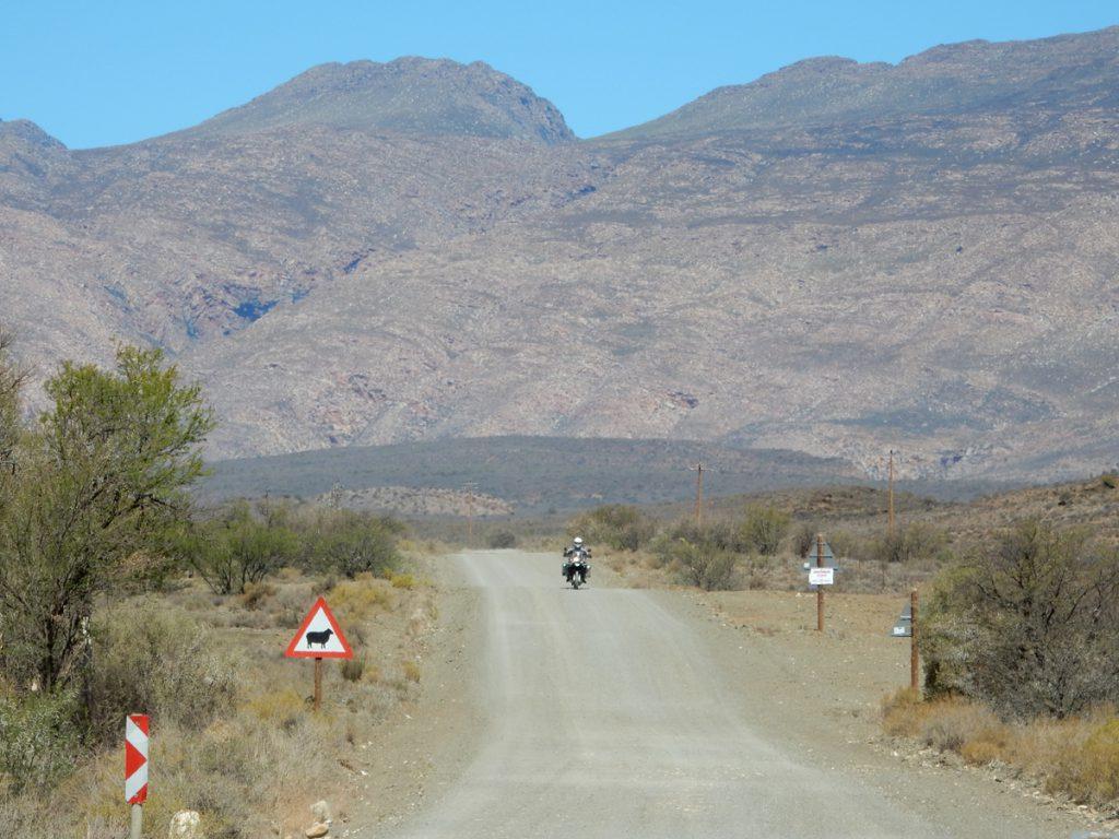 Suedafrika-Schotterpisten-karge-Landschaft