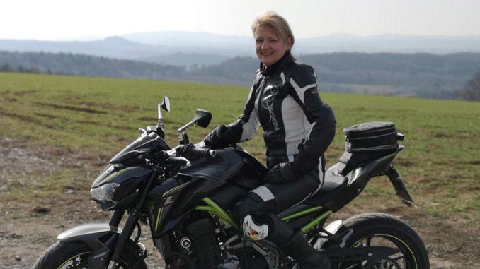 SHE is a RIDER-Kawasaki-Z900