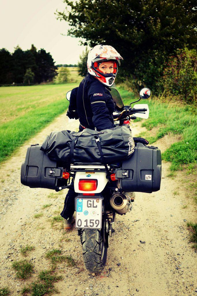 Caro-Unterwegs-Honda-Afrika-Twin
