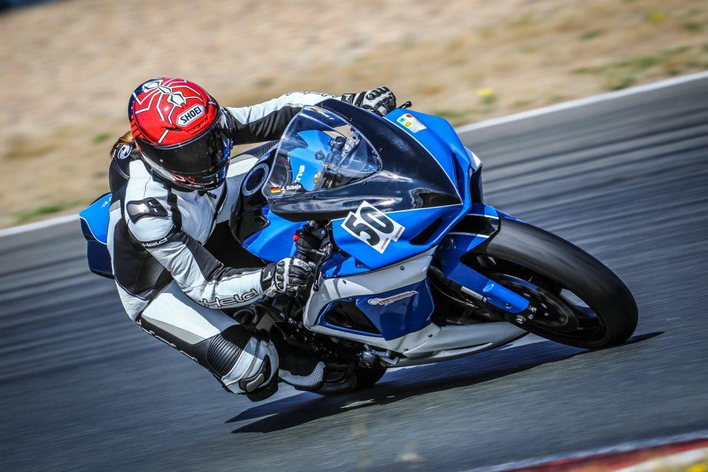Motorrad-Rennstrecke-Held-Shoei