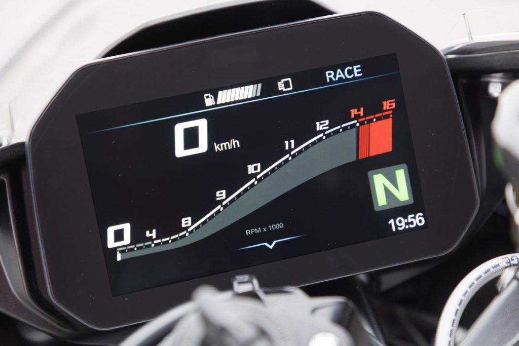 BMW-S1000RR-Cockpit-Fahrmodi