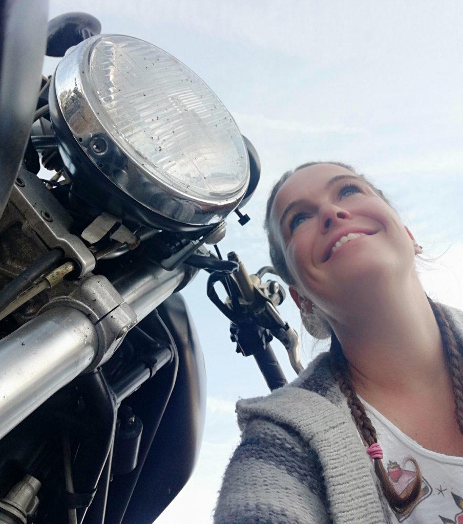 Melanie-Engl-Ducati-Monster-Scheinwerfer-SHE-is-a-RIDER