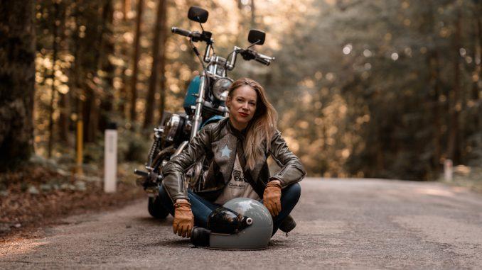Gina fährt Harley Davidson. Bild: Peter Pegam SHE is a RIDER