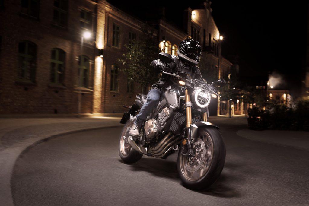 Honda-CB650R-Neo-Sports-Cafe-bei-Nacht