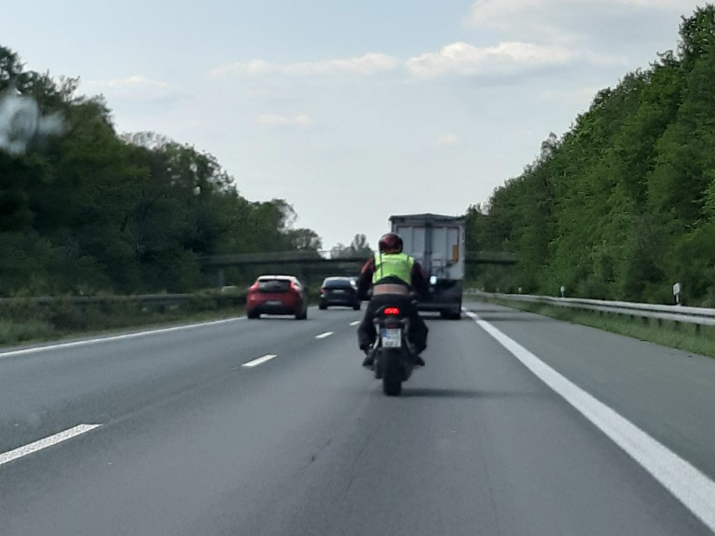 Zum Motorrad-Führerschein gehört auch Motorradfahren auf der Autobahn.