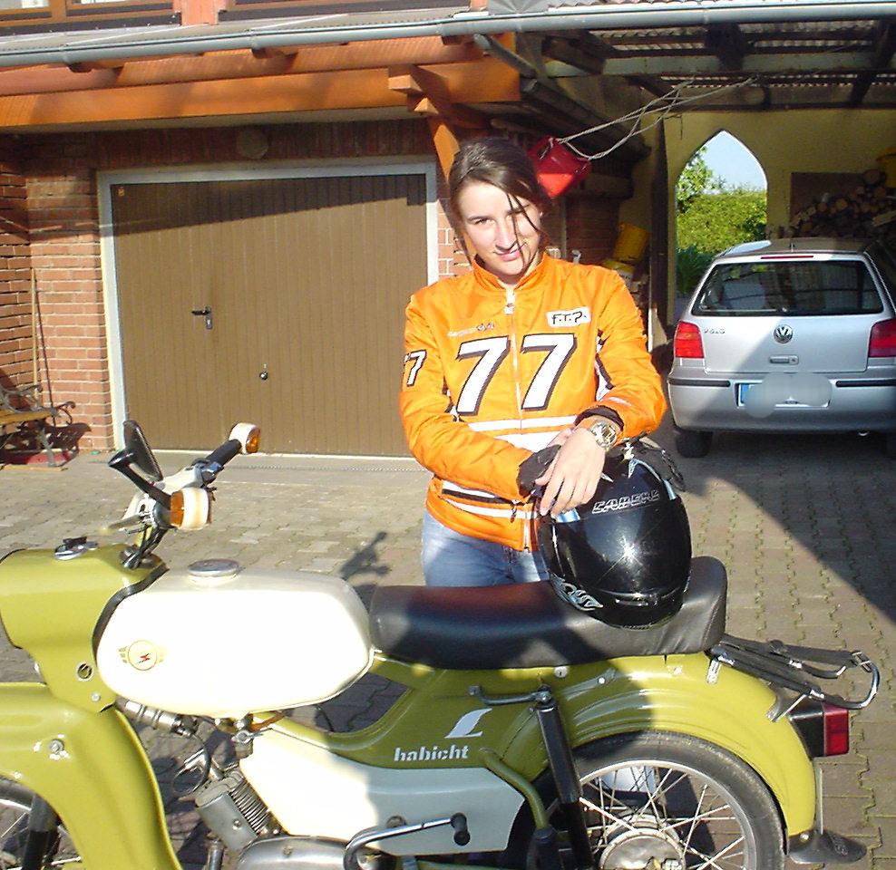 Thersa mit der Habicht, dem Familienmotorrad.