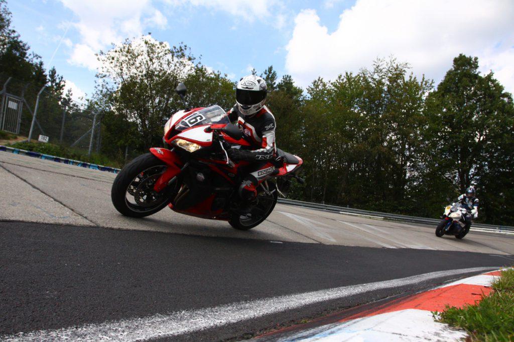 Honda CB600RR auf die Rennstrecke. Nürburgring Nordschleife. Bild: Racepixx.