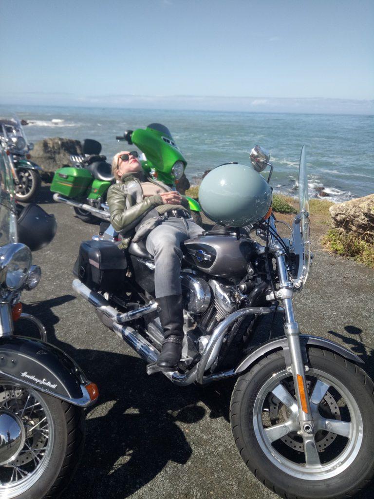 SHE is a RIDER - Gina auf Harley Davidson auf der Route 66