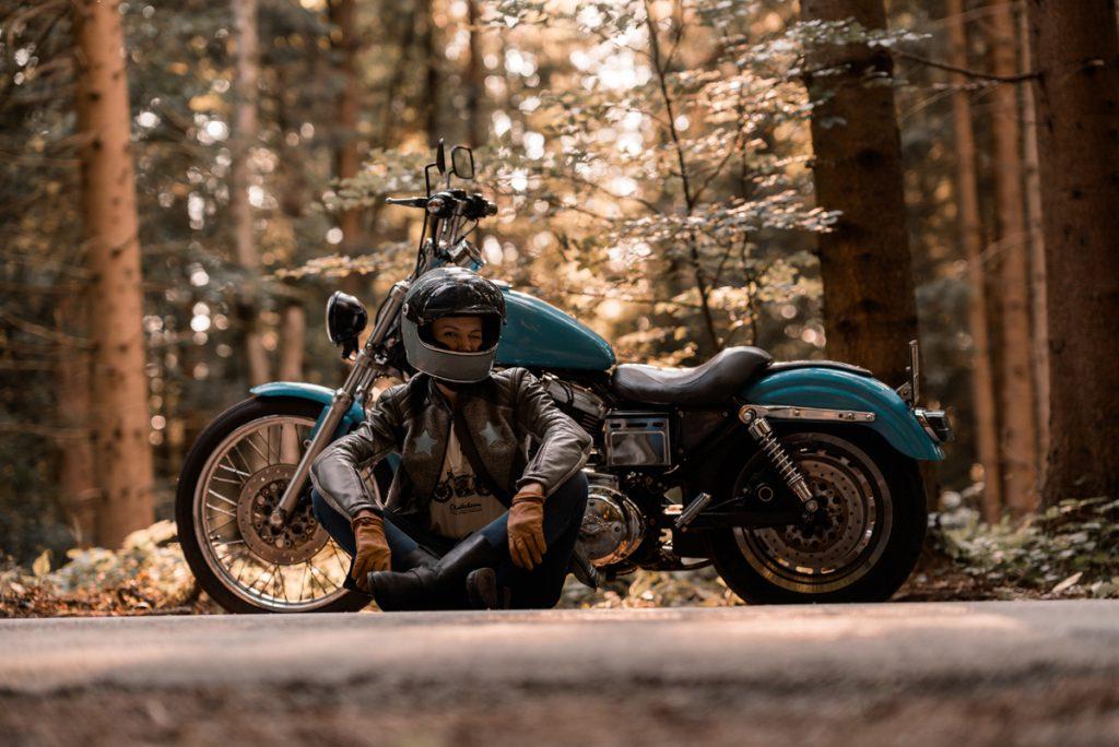 Gina mit Harley Davidson. Bild: Peter Pegam