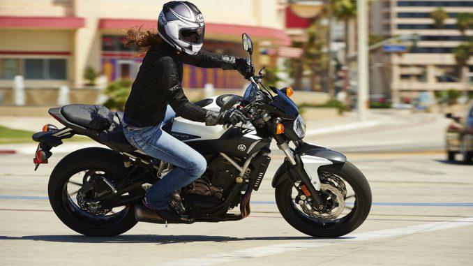 Arai Chaser-X Integralhelm auf dem Motorrad