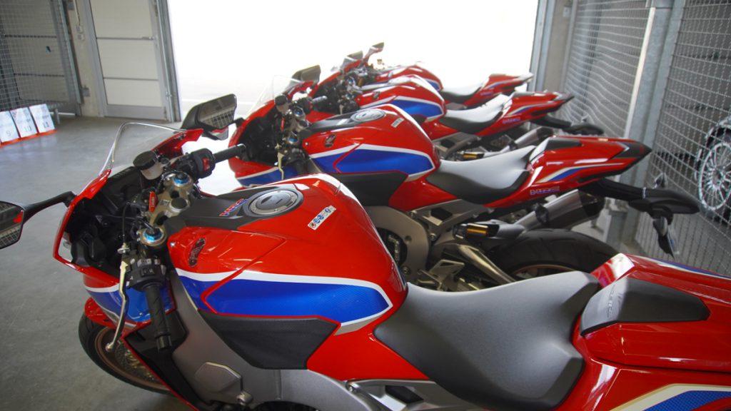 Honda Fireblades in der Box am Sachsenring
