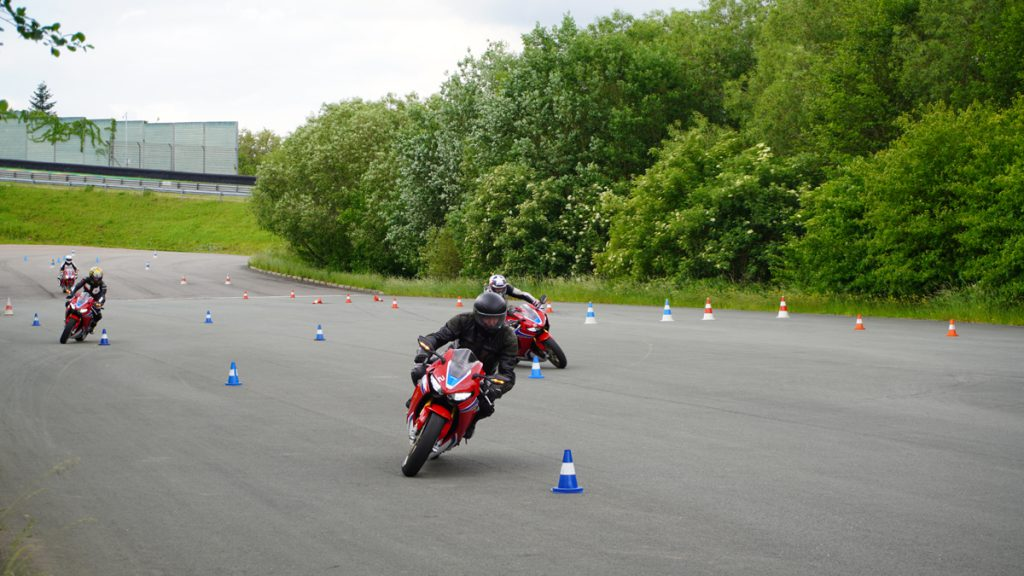 Schneller Slalom mit der Honda Fireblade