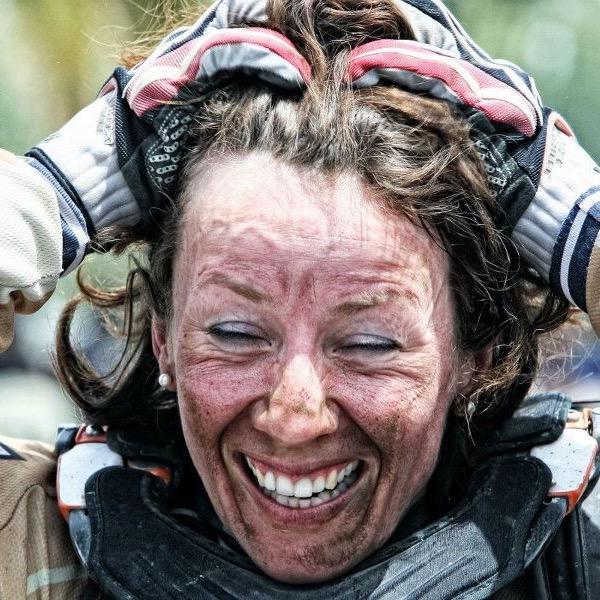 Tina Meier Drannbleibexpertin Motorradtrainerin für Offroadfahren und Dakar-Bezwinger