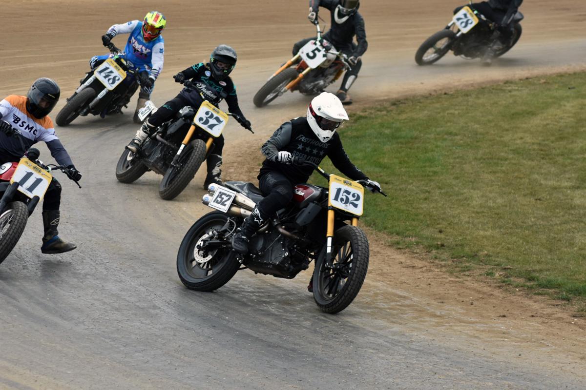 Flat Track Racing Meisterschaft: Leah Tokelove kämpft sich im Finale mit Indian Motorcycles auf das Siegertreppchen. Indian Motorrad auf dem Dirt Track.