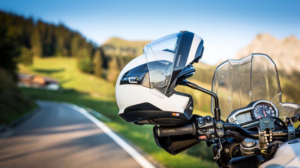 Der Schuberth C4Pro Klapphelm ist auch auf langen Motorradtouren bequem zu tragen.