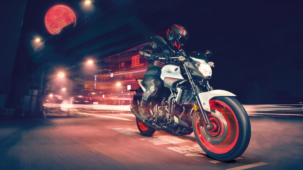 Yamaha MT03 Naked-Bike kombiniert Robustheit mit leichter Struktur.