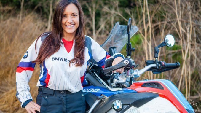 Jocelin Snow mit 156cm auf der BMW 1200 GS