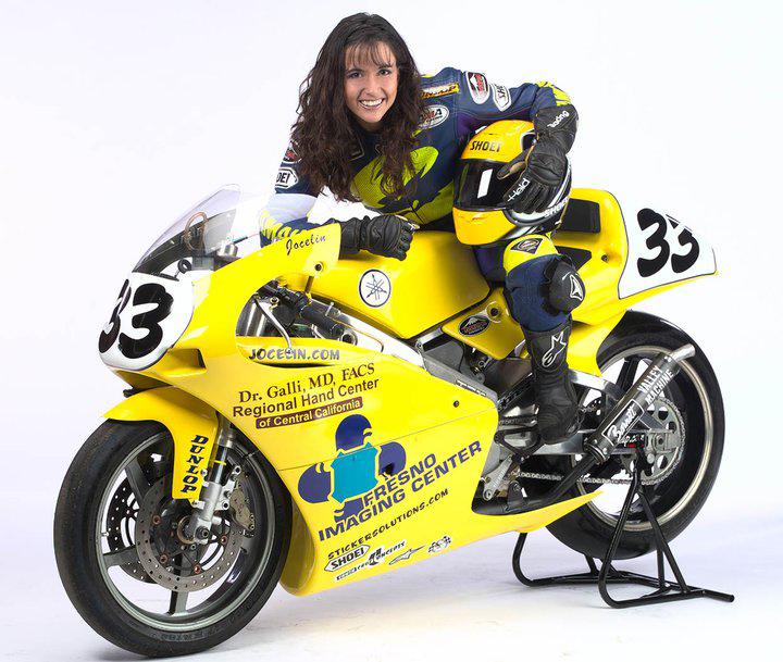 Jocelin Snow auf Yamaha mit Shoei