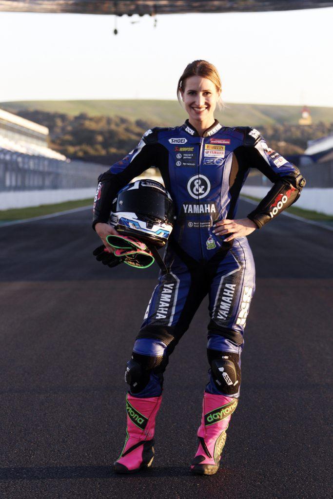 Sabrina Sabel in Jerez mit Motorradstiefeln von Daytona.