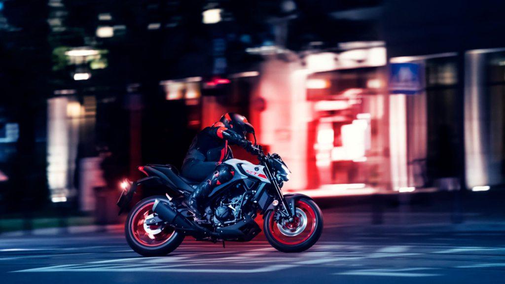 Yamaha MT-03 mit dem aggressiven Design der MT-Serie.