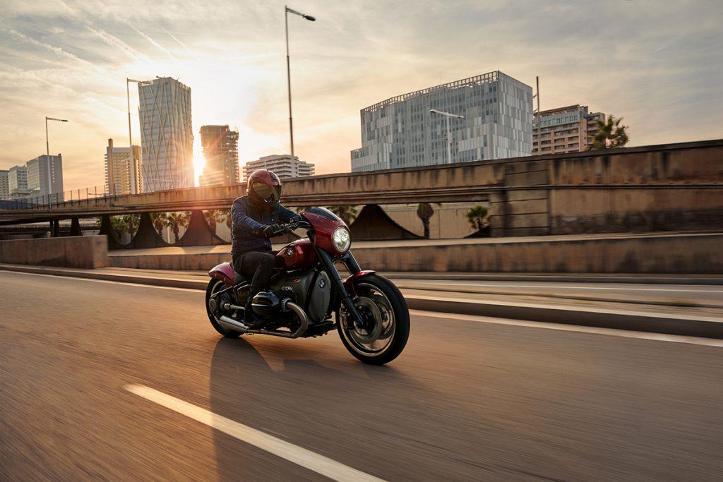 BMW Motorrad Concept R18 /2 im Sonnenuntergang