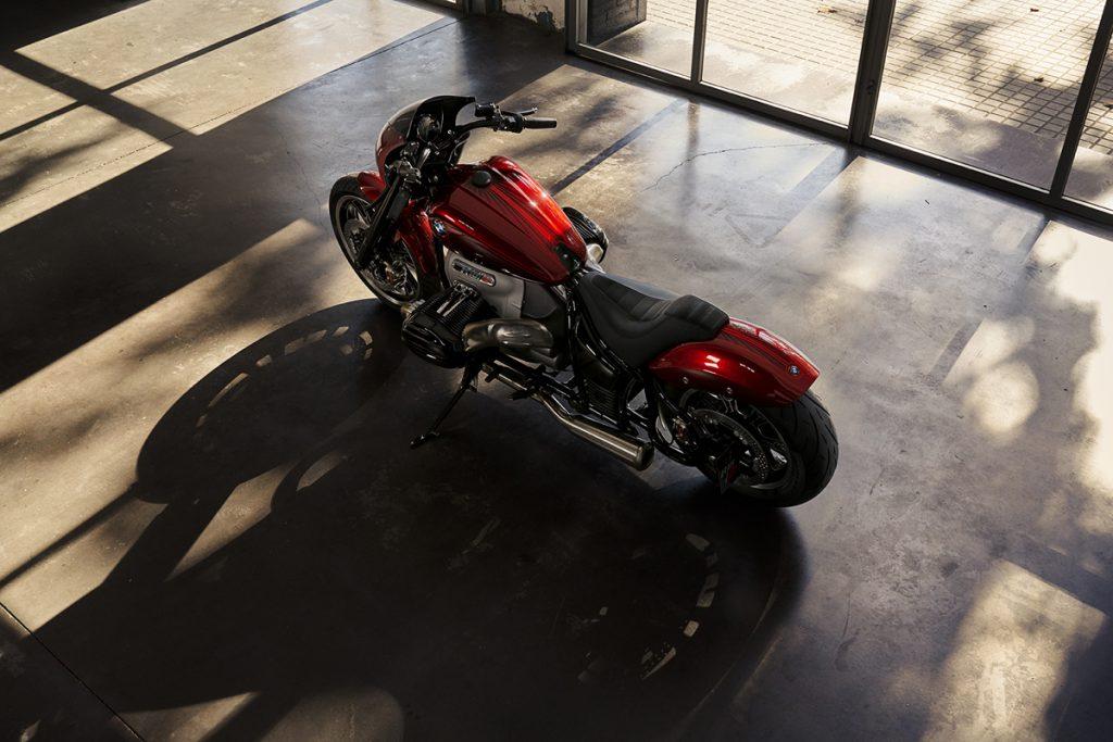 BMW Motorrad Concept R18 /2 im Schaufenster.