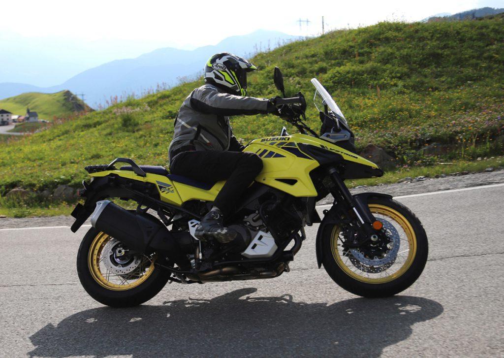Suzuki V-Strom 1050 XT in den Bergen