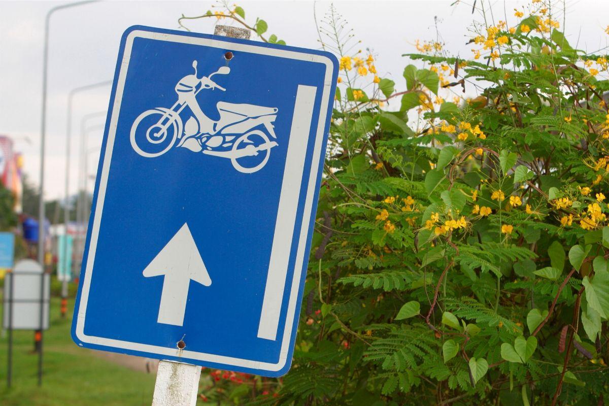 Die richtige Fahrschule finden ist ausschlaggebend für Spaß und Erfolg beim Motorradführerschein. Die passende Fahrschule finden mit den besten Tipps.