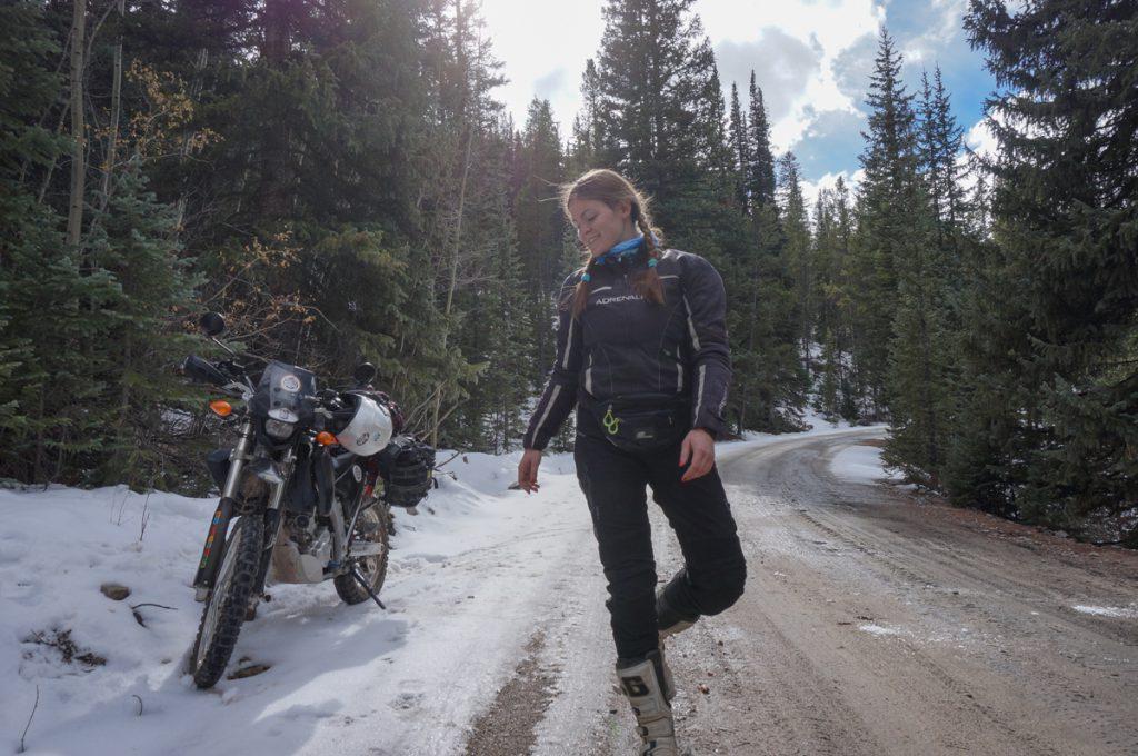 Motorradfahren im Norden der USA. Schnee, Eis, Offroad.