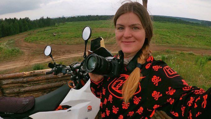 Anastasia Motorradfahren in 30 Ländern dieser Erde