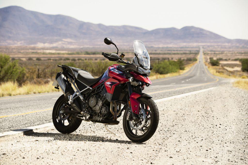 Motorrad am Strassenrand