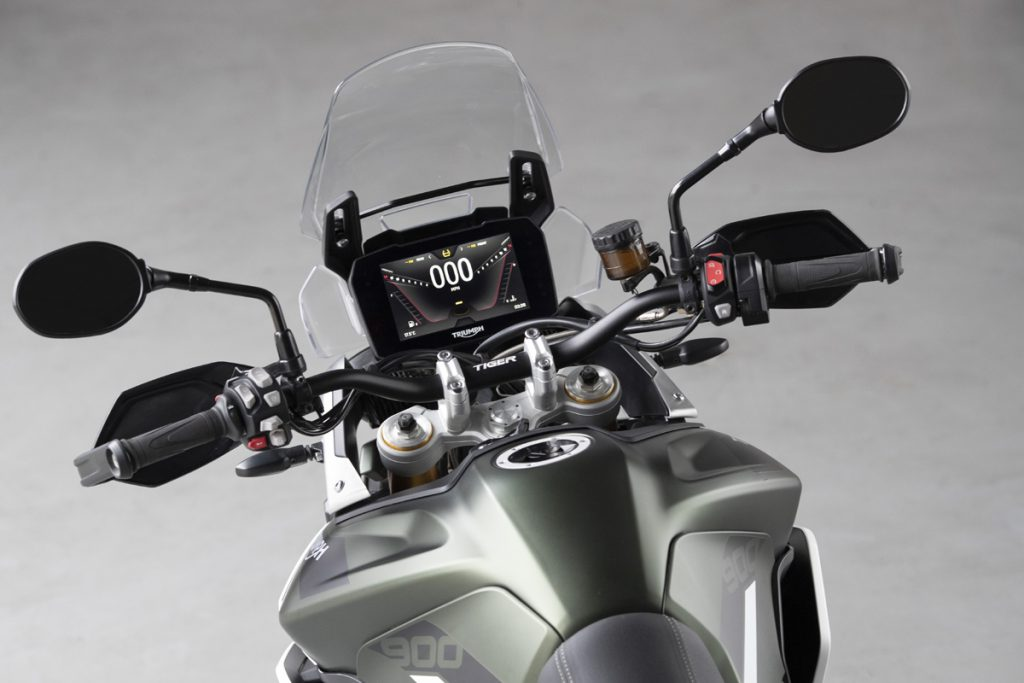 Triumph Tiger 900 mit TFT-Display im Cockpit