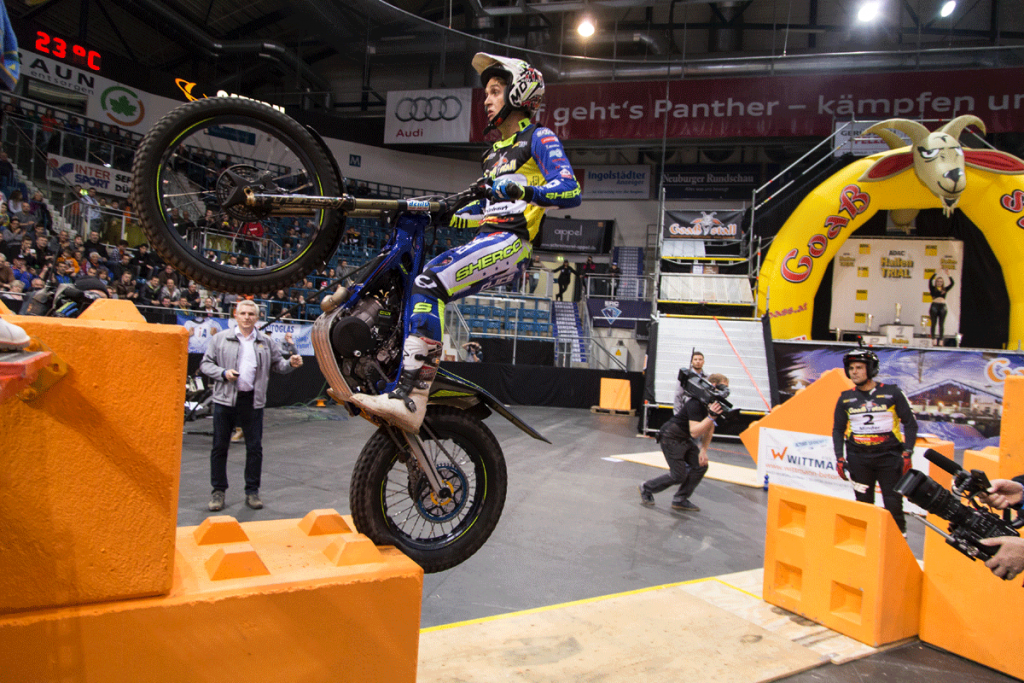 Beim ADAC Hallen-Trial ist spektakuläre Akrobatik und perfekte Motorrad-Beherrschung zu erwarten. Bild: ADAC Südbayern, Lydia Bauer