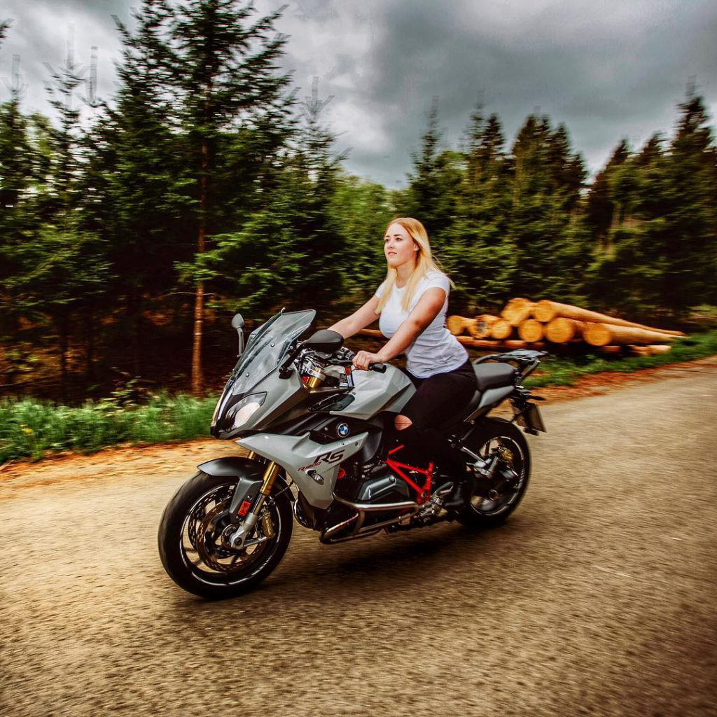 Franzi, auch bekannt als RSGirl_187 fährt in der 5ten Saison Motorrad