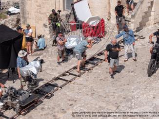 Triumph Motorrad und Lee Morrison, Stunt Coordinator für den neuen James Bond Film.