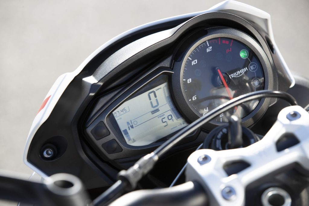 Triumph Street Triple S Cockpit LCD Display - kein Scherz.