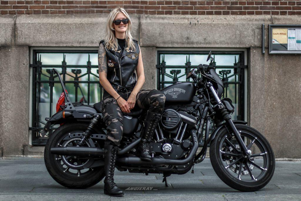 AngieRay mit Ihrer Harley Davidson Sportster - SHE is a RIDER