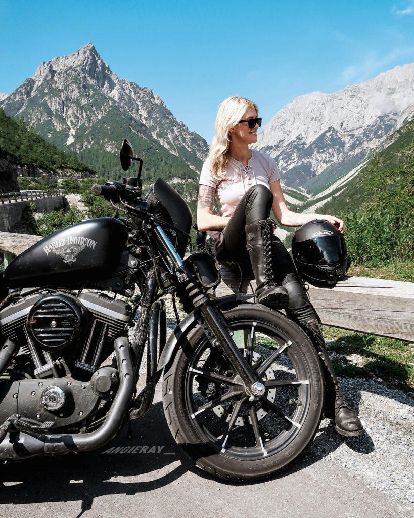 Hahntennjoch auf Motorradtour durch Österreich mit Harley Davidson - SHE is a RIDER