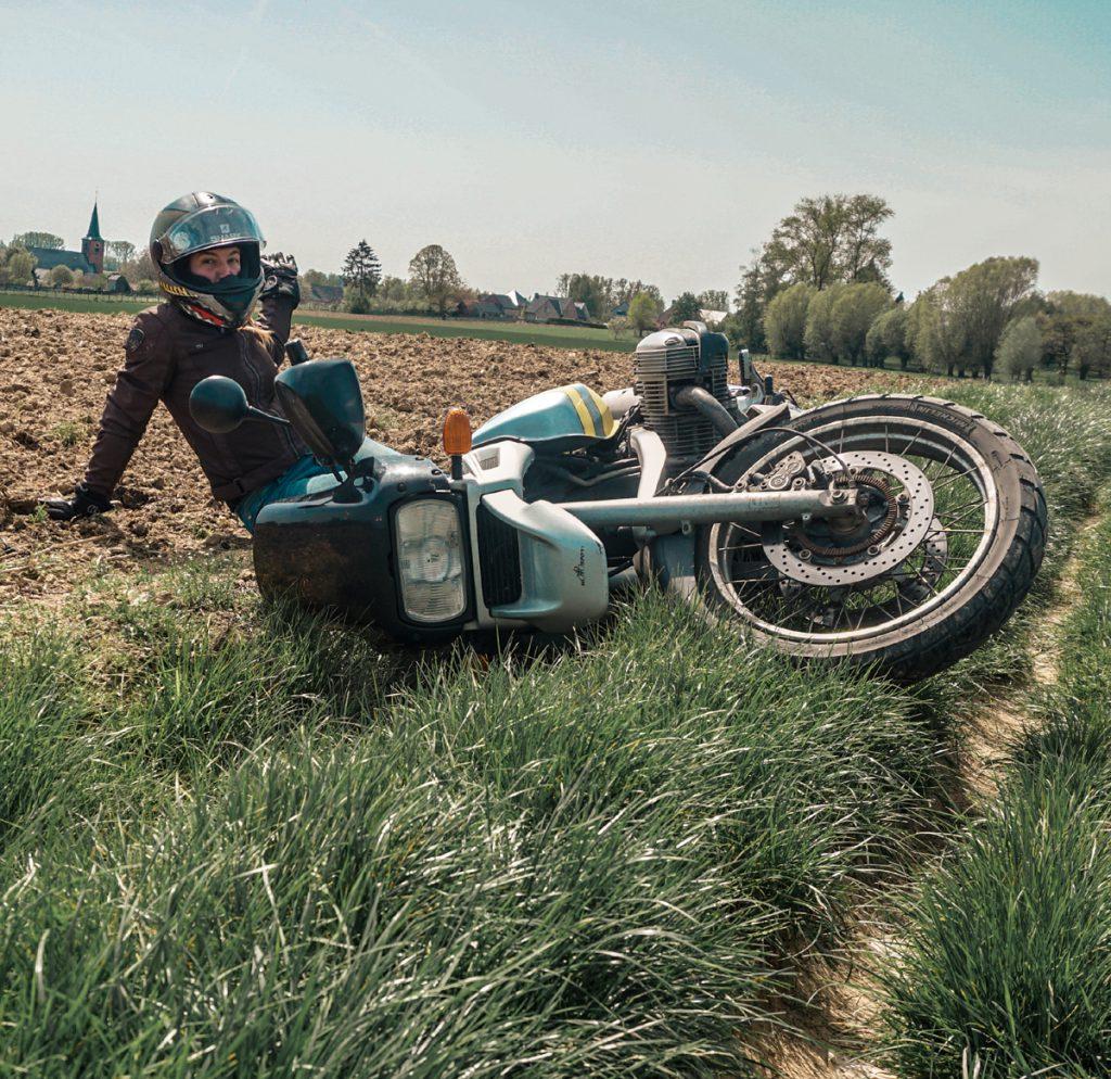 Wer umfällt lernt. Hauptsache du hast Spaß beim Motorradfahren.
