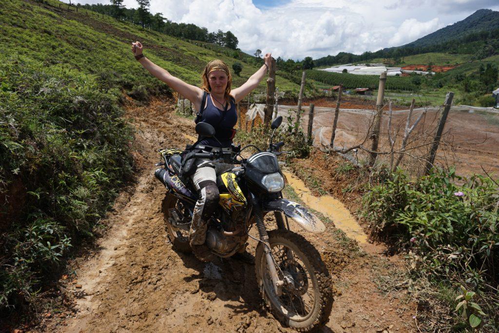 Auf Motorradtour durch Asien inklusive Schlammpiste und Monsun.